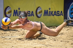 Polley-Shaunna-Maria-NZL-dig-the-ball