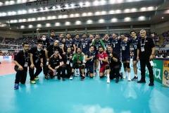 027IRI_players_celebrate_their_victory