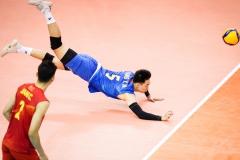 012YANG_YIMING_CHN_tries_to_dig