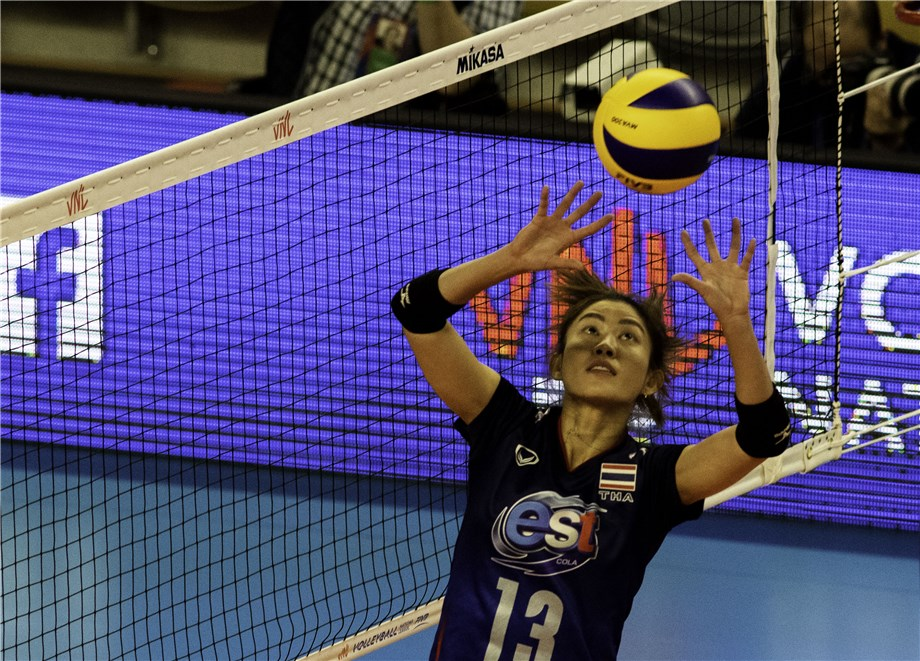 NOOTSARA TOMKOM SETS EXAMPLE FOR YOUNG THAI PLAYERS