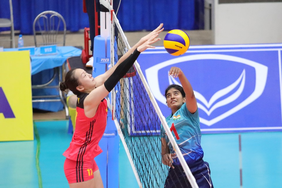 CHINA CRUSH INDIA IN EASY STRAIGHT SETS TO TOP POOL C