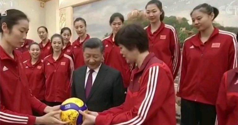 CHINESE WOMEN'S VOLLEYBALL TEAM RECEIVE PRESIDENTIAL HOMECOMING AFTER VICTORIOUS WORLD CUP