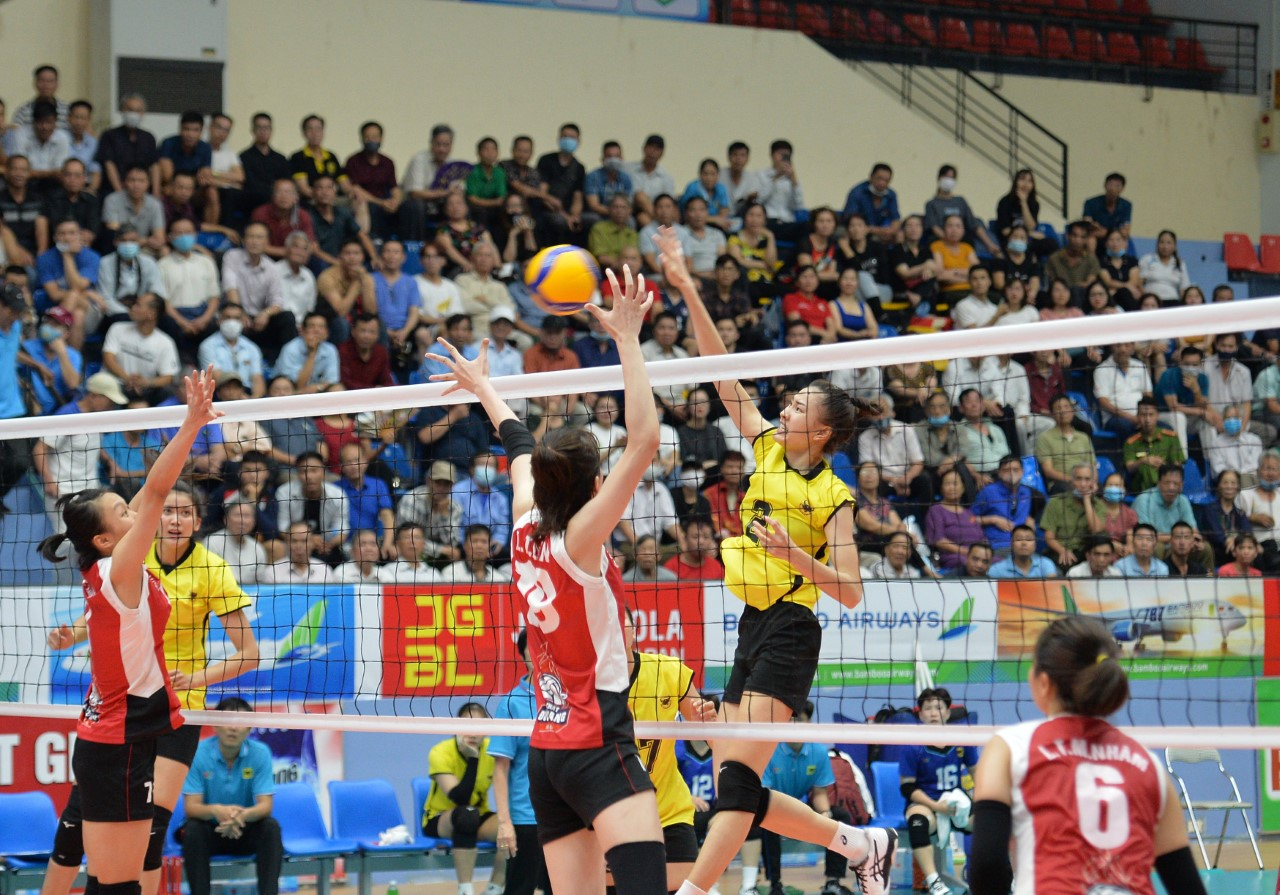 VIETNAM KICKS OFF NATIONAL MEN'S AND WOMEN'S VOLLEYBALL CHAMPIONSHIPS IN TWO CITIES